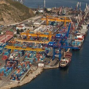 Egersheld_peninsula_and_Vladivostok_container_terminal 3